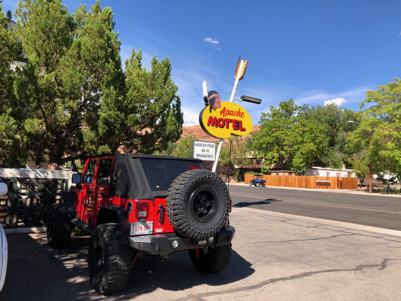 moab apache motel sign