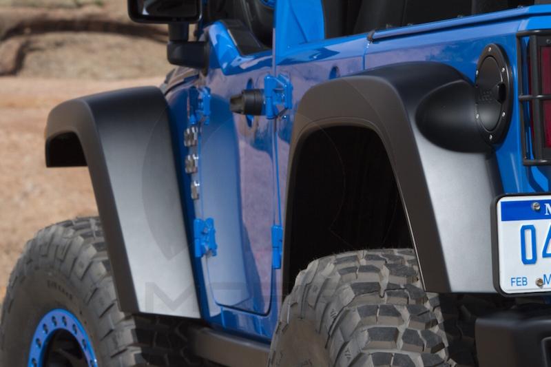 Comparing plastic fiberglass and carbon fiber fender